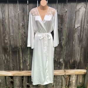 Oscar de la Renta Long Bridal Robe w/ Belt Pockets